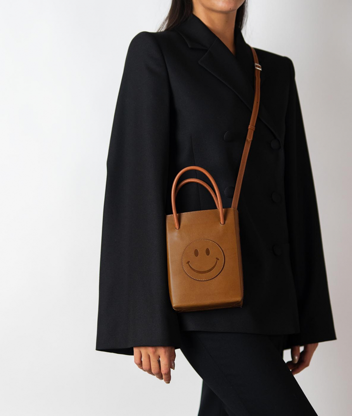 The Essential Crossbody Bag Vegetable Tanned Smiley Cognac